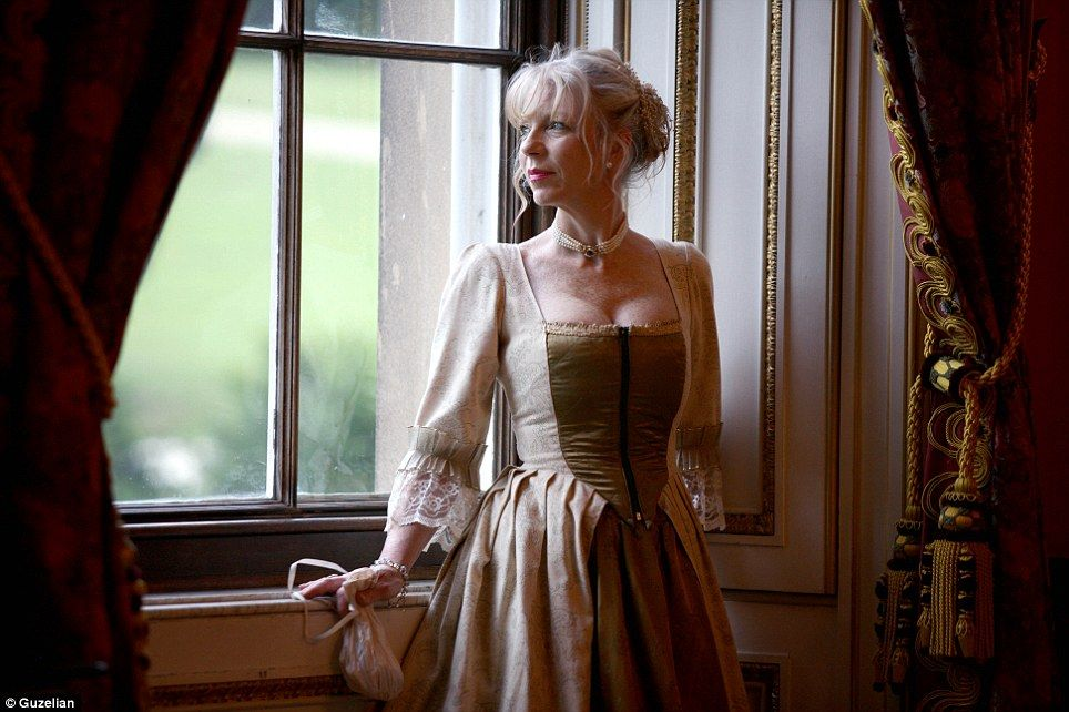 Jane Austen dress up for Pride and Prejudice ball at Chatsworth ...
