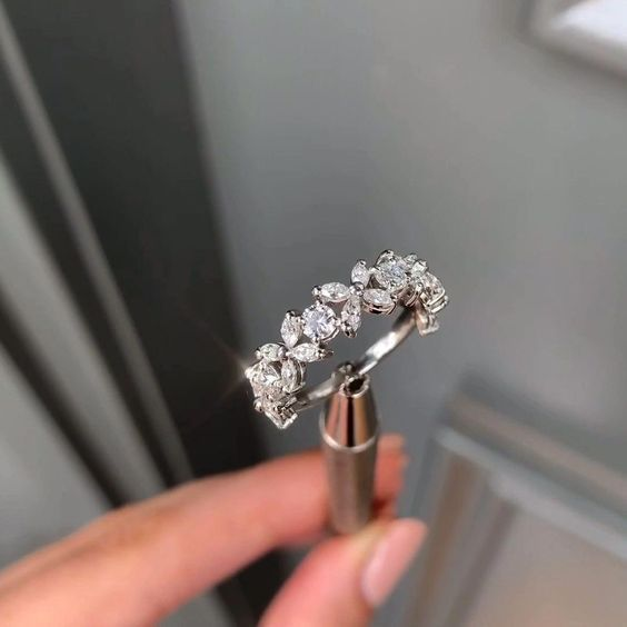 Save These Engagement Ring Trends for 2020 While Q