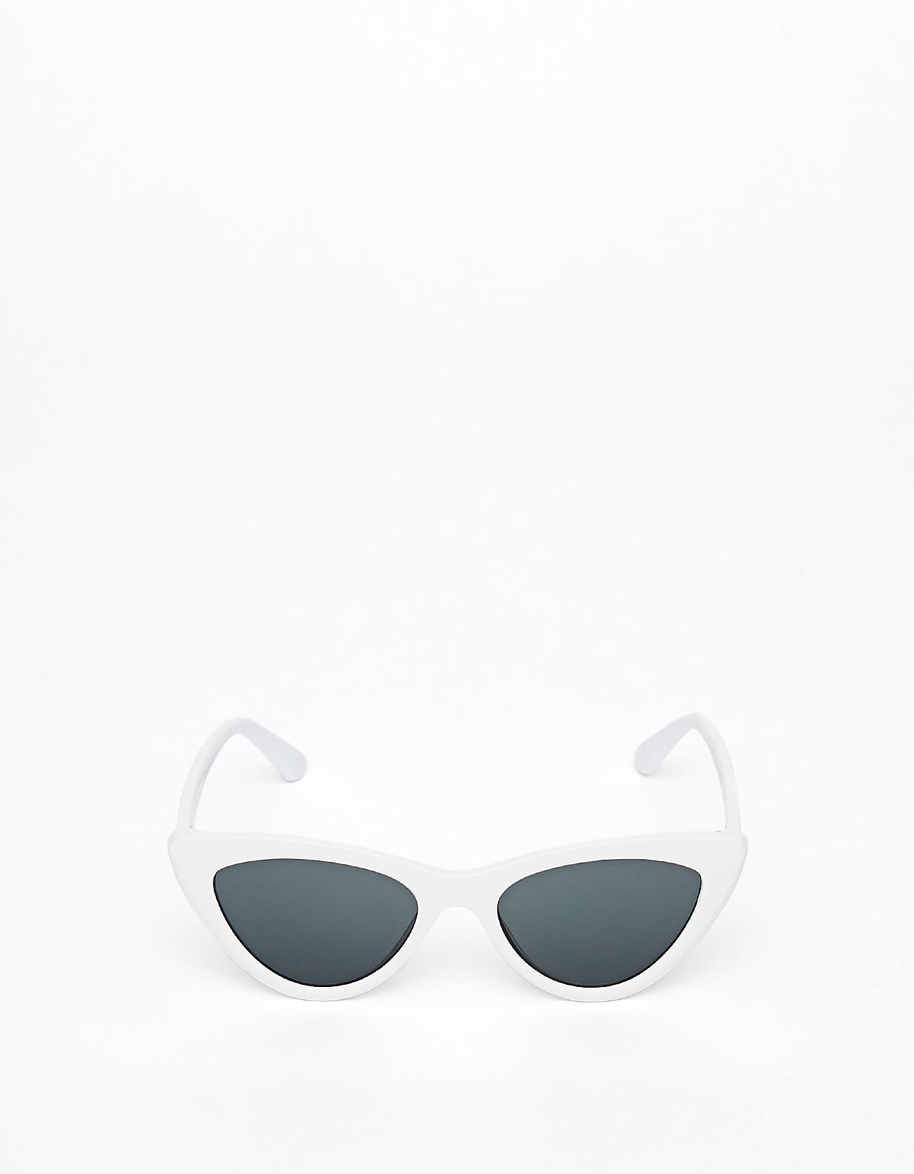 624559594f Gafas de sol retro de ojos de gato en blanco, de Stradivarius White cat eye