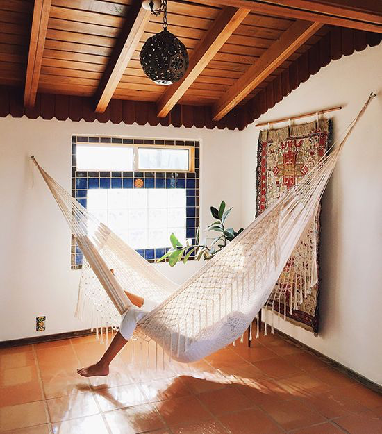 25 Relaxing Ideas To Rock A Hammock Indoors Indoor Hammock Room Hammock Hammock In Bedroom
