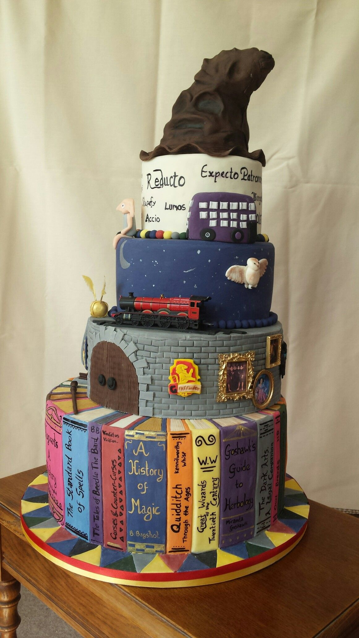 Harry Potter Cake Harry Potter In 2019 Hochzeitstorte