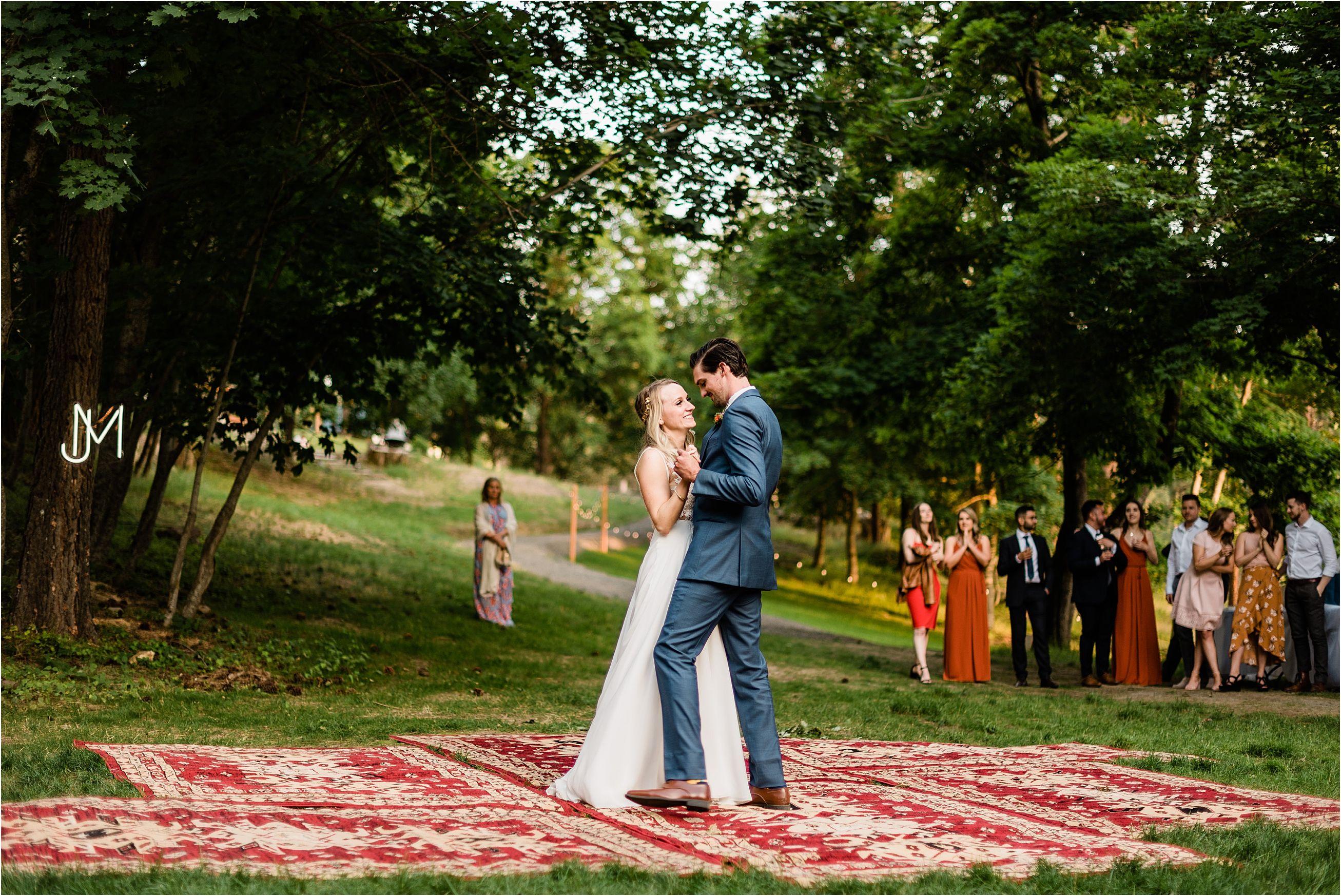 Woodsy Bright Minimalist Wedding At Zephyr Lodge Liberty Lake Spokane Weddings Lodge Wedding Minimalist Wedding
