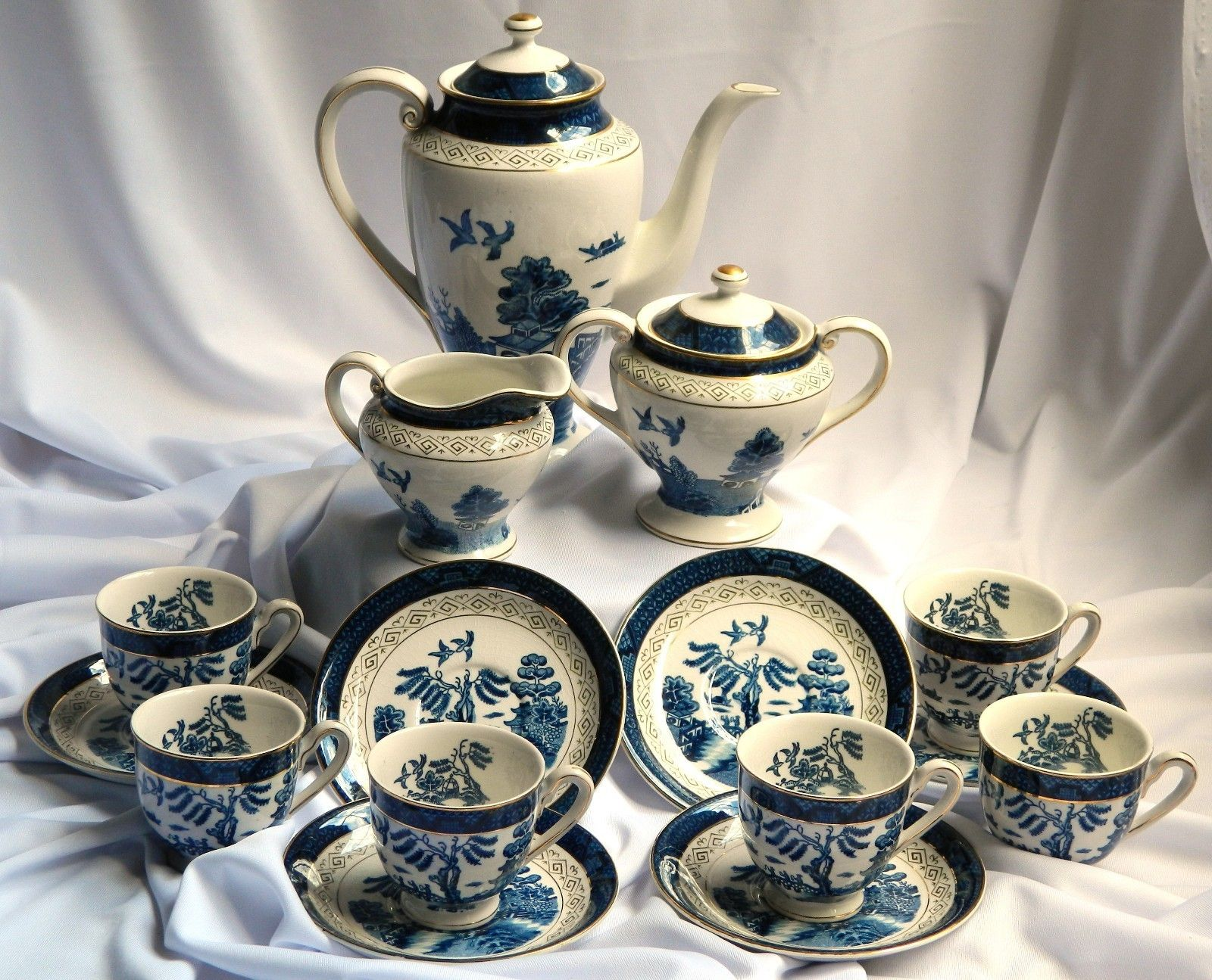 Nikko (NKT) Ironstone Double Phoenix Blue Willow Teapot +FREE SERVICE SET Japan & Nikko (NKT) Ironstone Double Phoenix Blue Willow Teapot +FREE ...