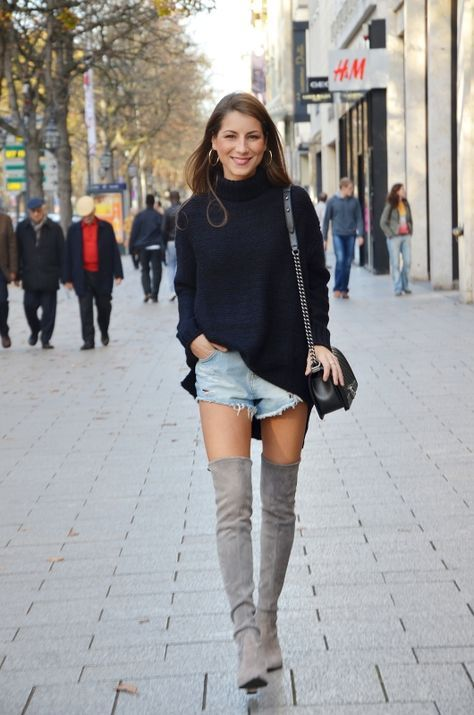 Wie graue Overknee Stiefel mit schwarzer Shorts zu