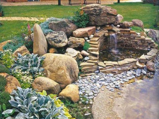 pequeno quintal paisagismo com pedras e plantas