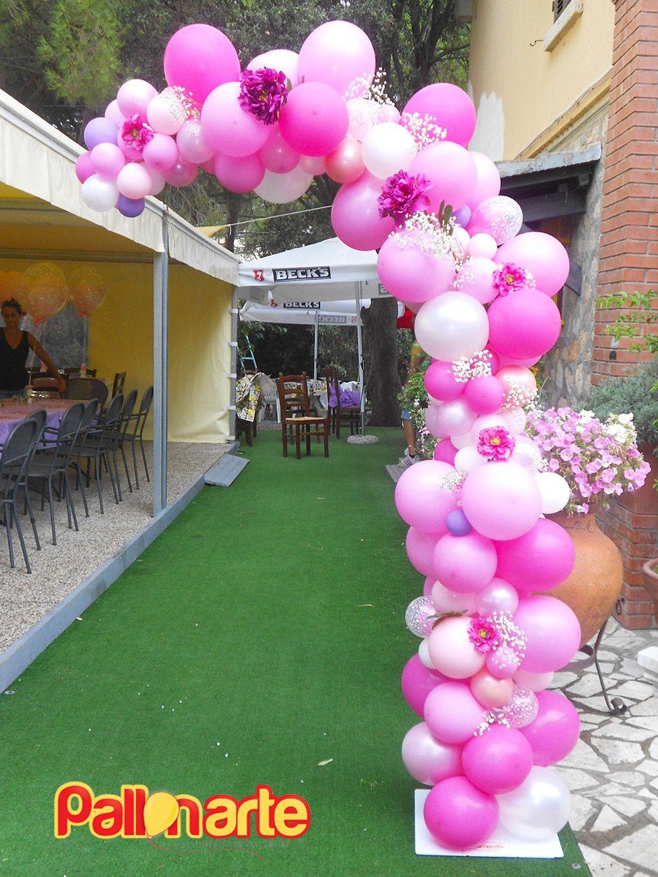 arco palloncini irregolari fiori elegante ingresso