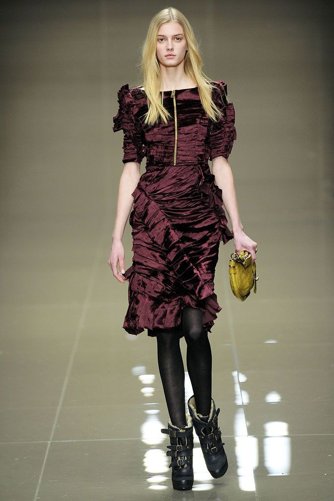 Burberry Fall 2010 Ready-to-Wear Fashion Show - Sigrid Agren