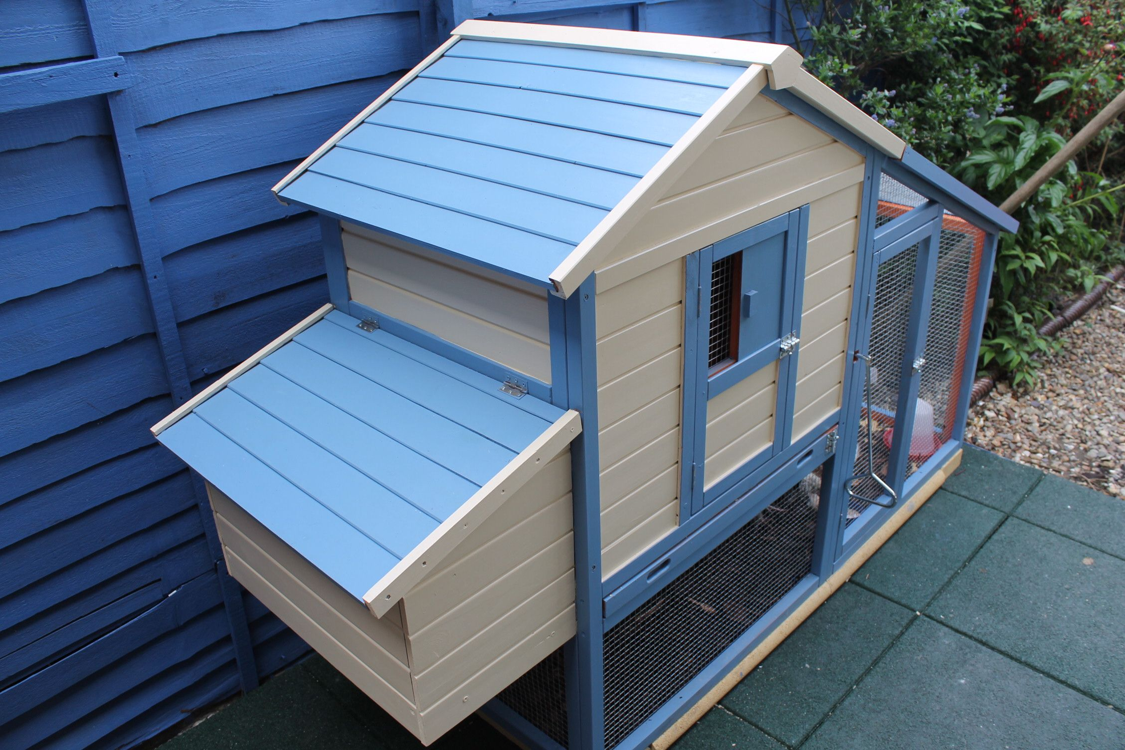 I Finally Got My Chicken Coop Painted I Went For A Beach Hut