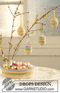 """Uova di Pasqua DROPS lavorate all'uncinetto e cestino di Pasqua DROPS in """"Muskat"""" e """"Glitter"""". DROPS Design"""