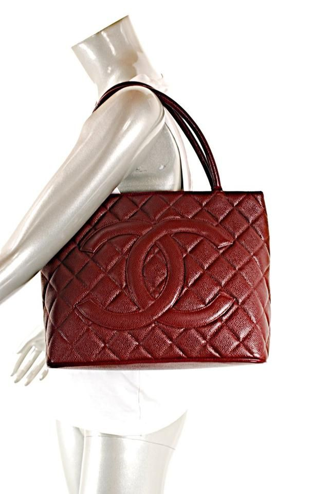 f68dbbc25e18 Médallion Caviar Shoulder Burgundy Leather Tote