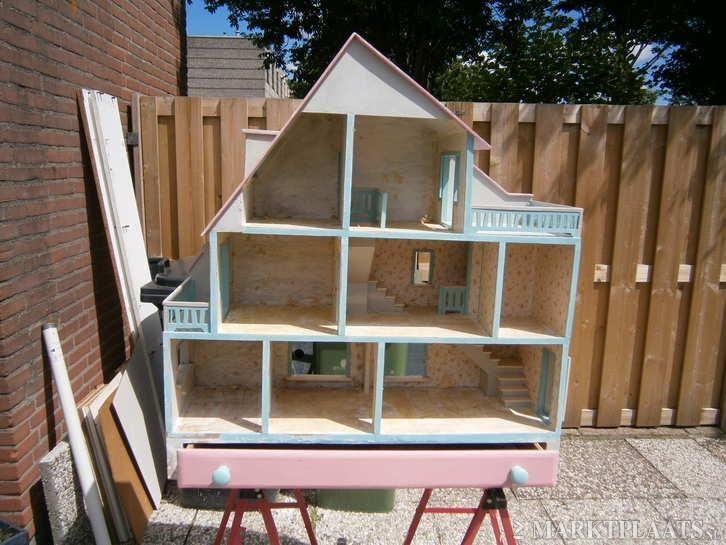 Een droom van een poppenhuis voor bijna elk meisje for Poppenhuis meisje