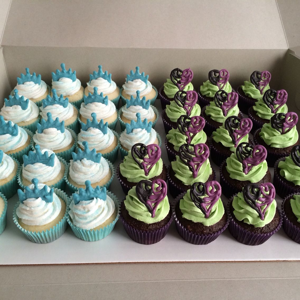 Descendant Cupcakes Cupcakes In 2019 Descendants Cake