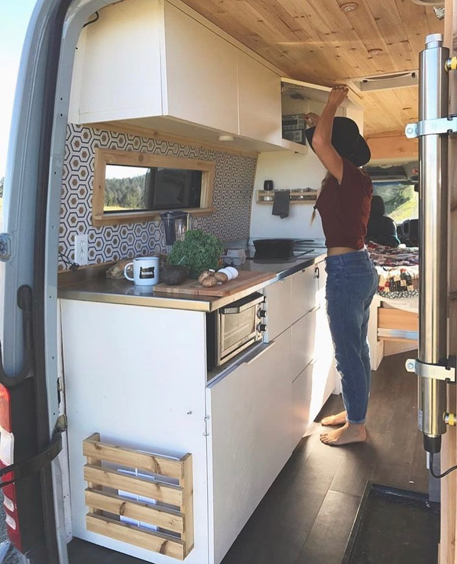 Spacious kitchen in a 170 sprinter van our landyacht for Wohnmobil innendesign