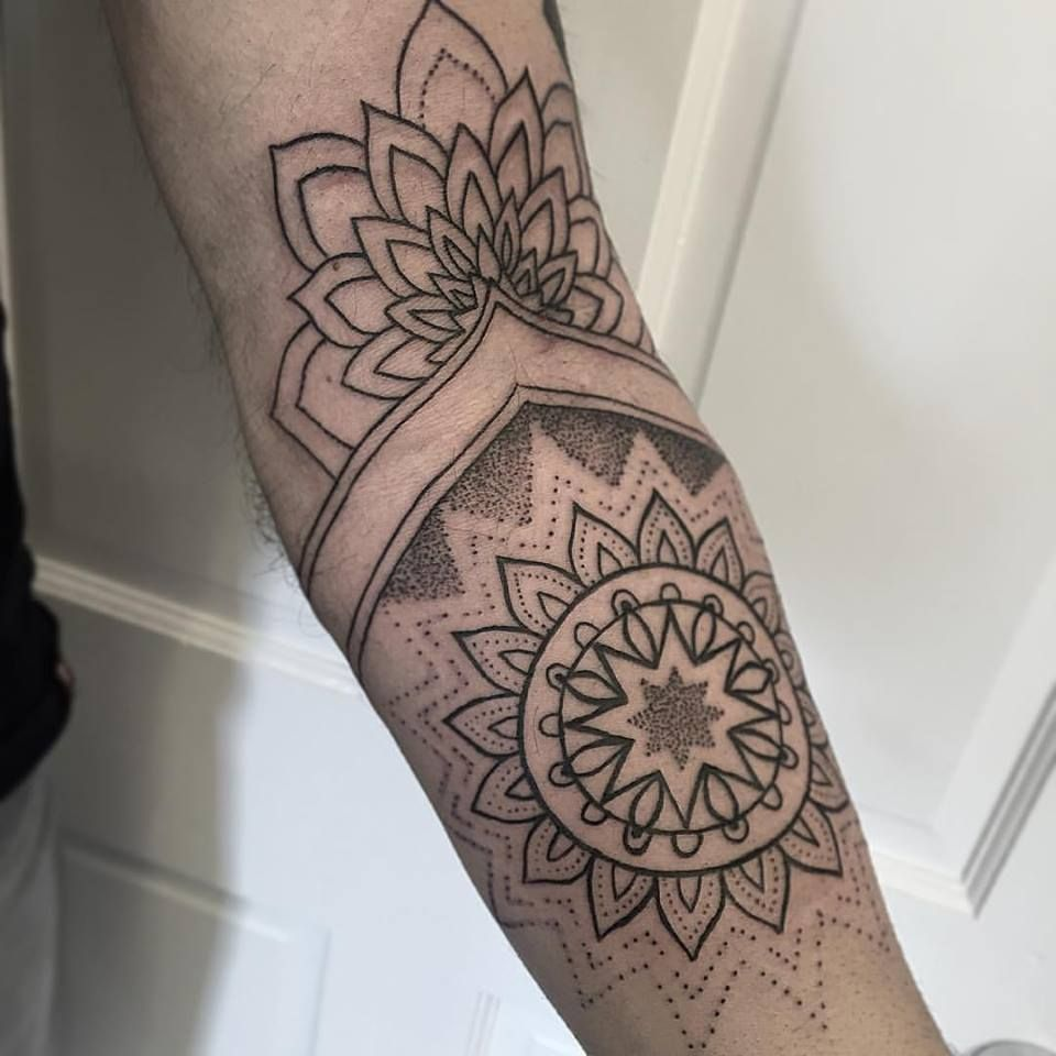 Awesome start to a sleeve by regular guest artist, Charlotte. This customer let…