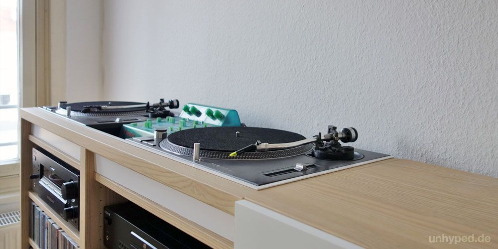 diy dj m bel aus ikea s besta serie dj dj table and table shelves. Black Bedroom Furniture Sets. Home Design Ideas