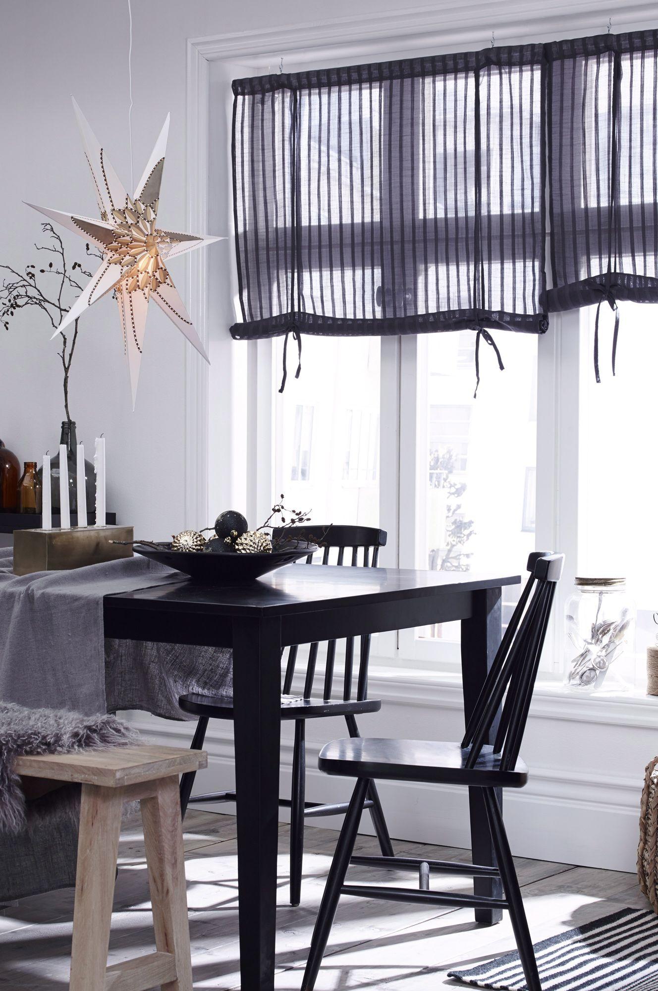 en adventsstj rna kan ha fler platser n i f nstret byt. Black Bedroom Furniture Sets. Home Design Ideas