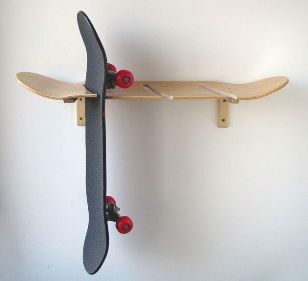 praktische aufbewahrung skateboard und longboard wandhalterung aus holz wooden hanging shelf. Black Bedroom Furniture Sets. Home Design Ideas