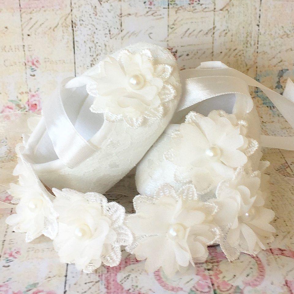1810ef3a7bf Βαπτιστικά χειροποίητα παπούτσια Ivory Lace and pearl flower Ελεφαντόδοντο,  Μαργαριτάρια, Αθλητικά Παπούτσια, Δαντέλα