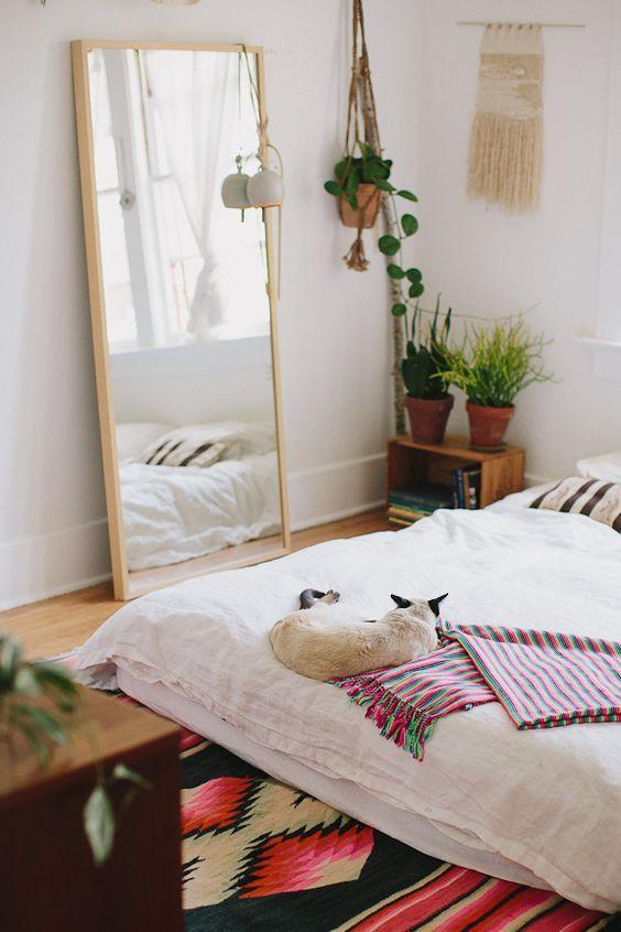 13 Ideas para que tu cuarto se vea más chic con un espejo Camas - como decorar mi cuarto