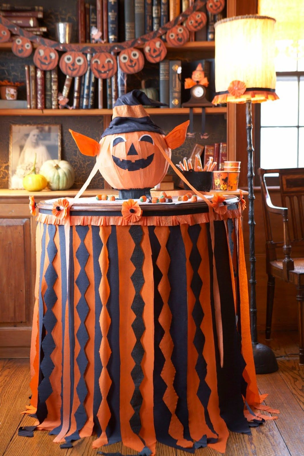 15 Cheap and Easy Halloween Decor Hacks! Halloween table