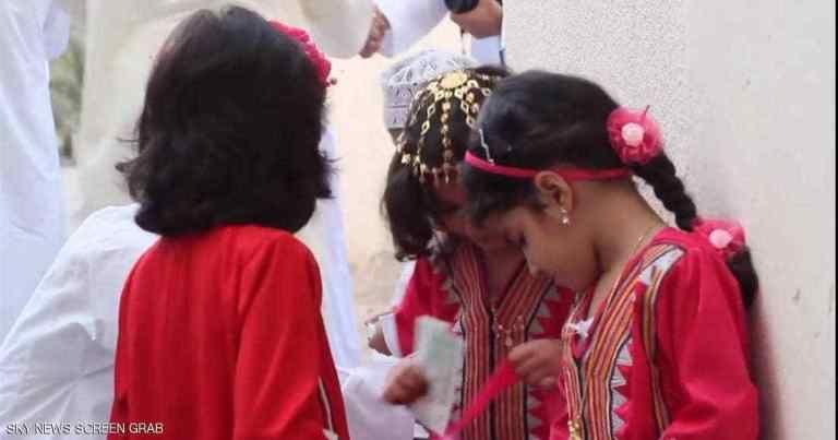 العيدية عادة متجددة تبث الفرحة في نفوس الأطفال Hair Styles Hair Beauty