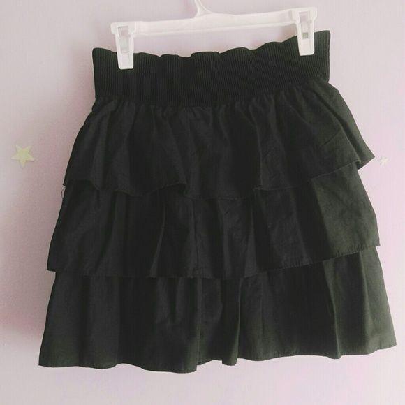 Ruffled skirt Black. Gently worn, only wore it like twice. Size lrg. rhapsody Skirts Circle & Skater