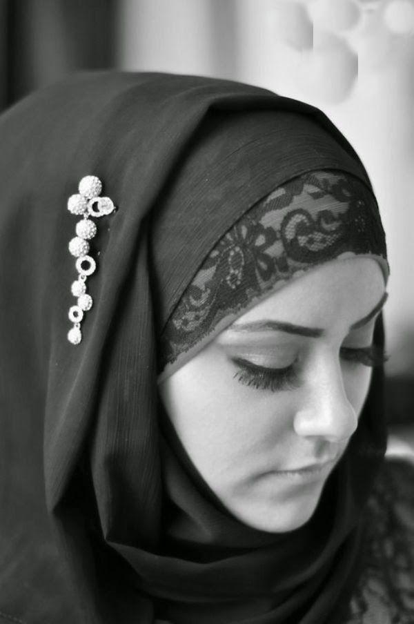 صور فتاة بالابيض و الاسود بنات بالحجاب تجملت Beautiful Hijab Hijab Fashion Arab Fashion