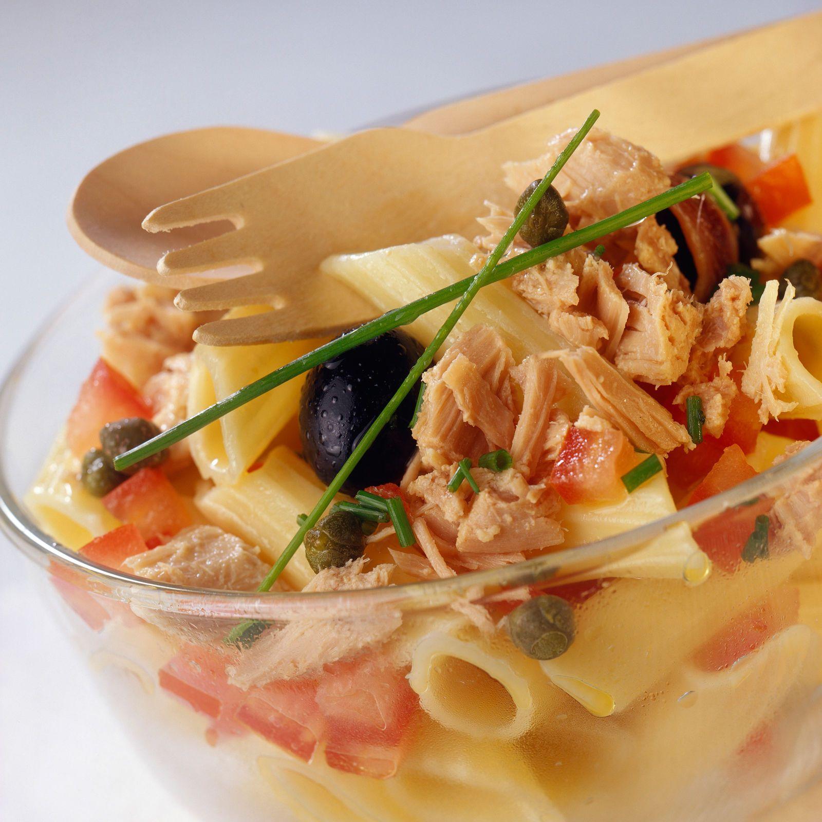 Découvrez la recette Salade de pâtes à la mayonnaise sur cuisineactuelle.fr.