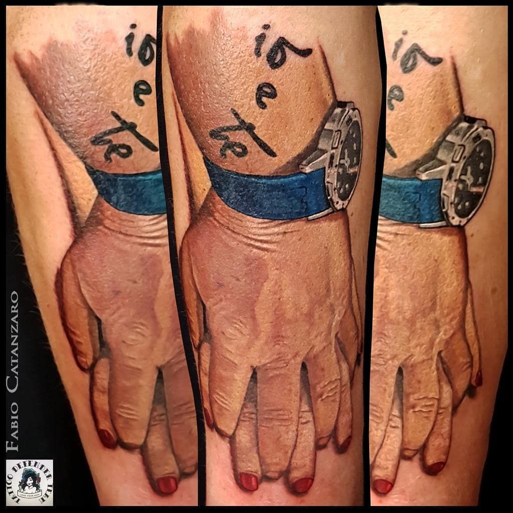 #tattoo #tattooed #ink #inked #realistic #realistictattoo #realism #realisticink #hand #handtattoo #sister #sisterhood #sistertattoos #tattoodefender #colortattoo #color #realismo #tatuaggiorealistico #sorelle #tatuaggiosorelle #vicenzatattoo #vicenzatatuaggi #vicenza