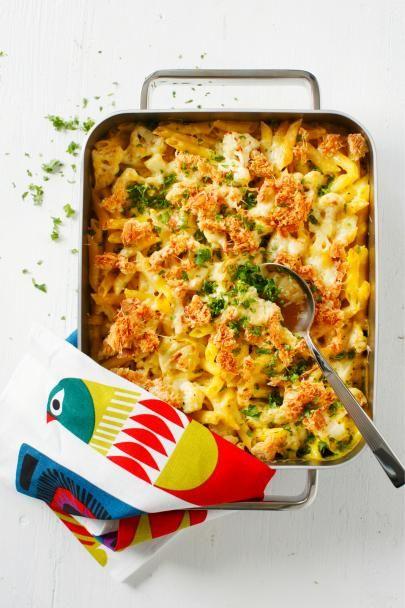 Mac & cheese on suosittu yhdysvaltalainen pasta-juustovuoka. Trendikäs mac & cheese saa makua ja keveyttä keitetystä kukkakaalista, suosittelemme!