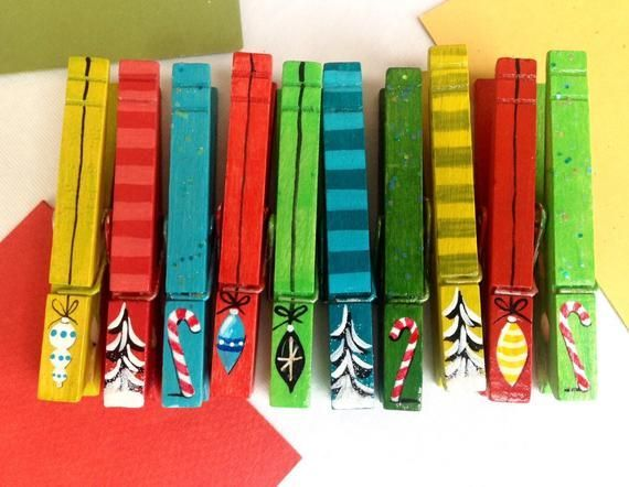 CHRISTMAS ORNAMENT CLOTHESPINS candy canes painted magnetic card display clips vintage orname CHRISTMAS ORNAMENT CLOTHESPINS candy canes painted magnetic card display cli...