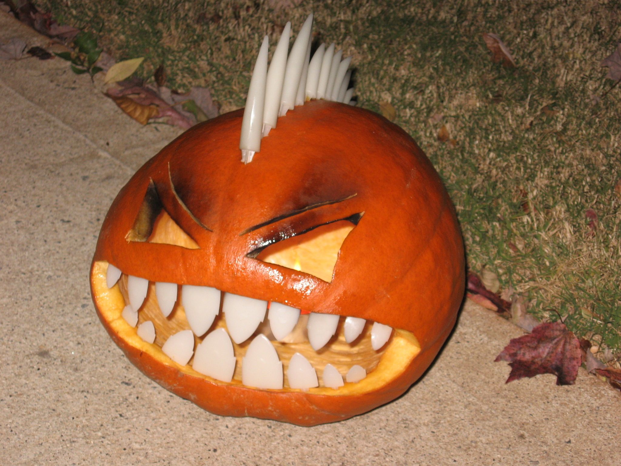 Halloween Pumpkin Carving Kit - Pumpkin Teeth for your Jack O Lantern - Set of 18 Blood Tipped Fang Teeth