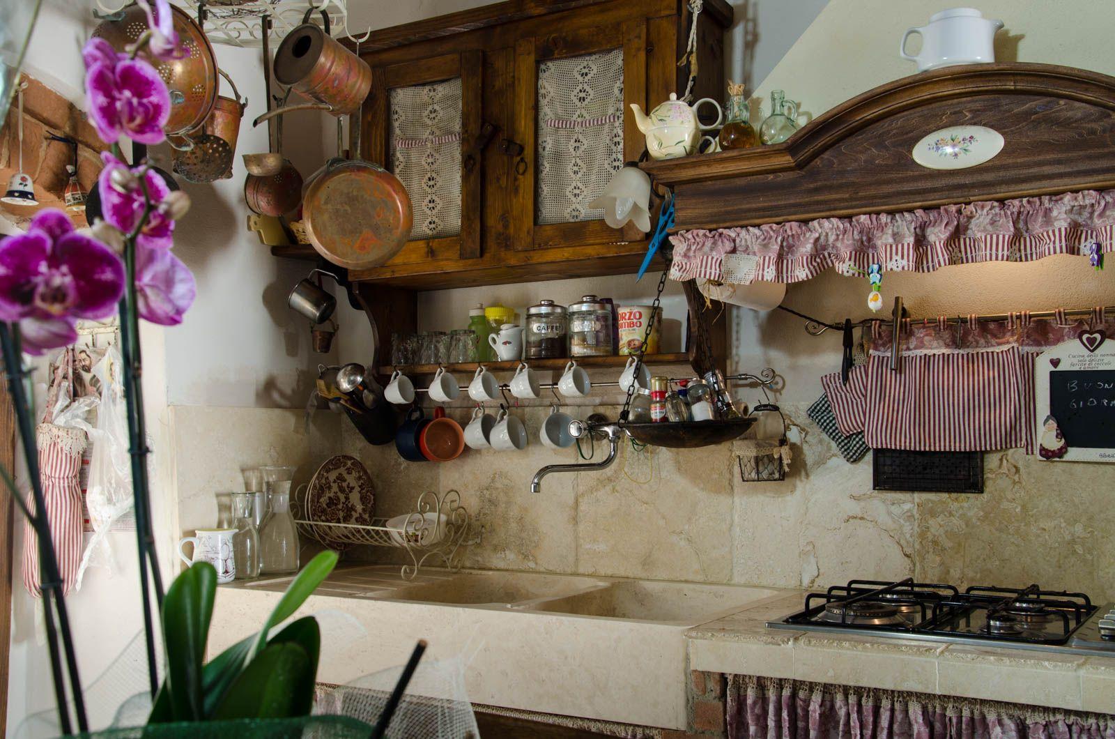 cucina rustica con lavello in pietra campagna pietre di rapolano ...