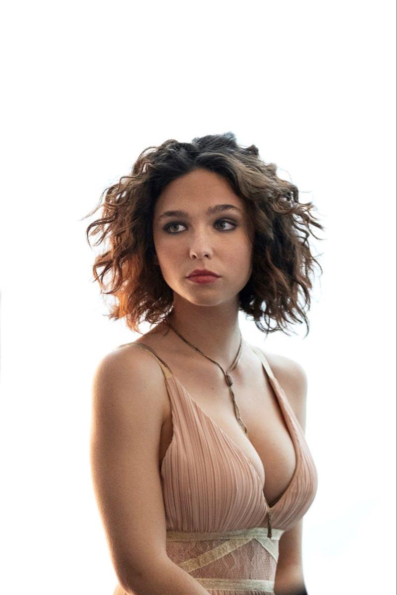 Matilda De Angelis (Elena Alves) - The Undoing | Backless dress, Italian  beauty, Fashion