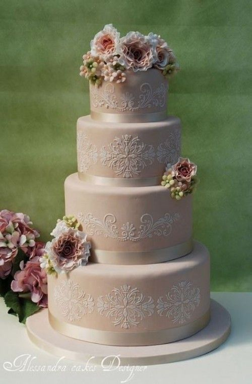 30 Chic Vintage Style Wedding Cakes With An Old World Feel 2