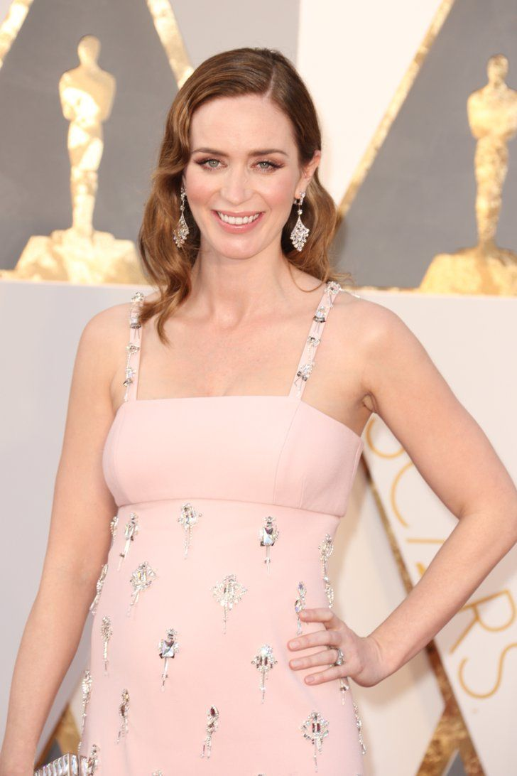 Emily Blunt Hit the Oscars Red Carpet With Her Precious Baby Bump ...