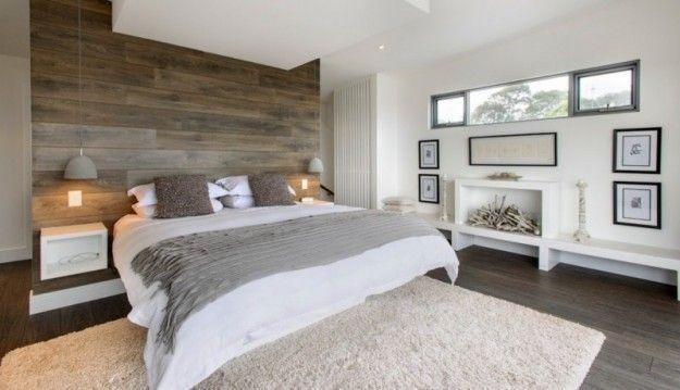 Camera con parete in legno - Idee per arredare la camera da letto in stile rustico.