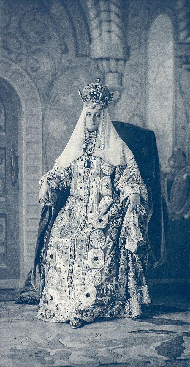 красочную фото царей и цариц русских поздравить днем