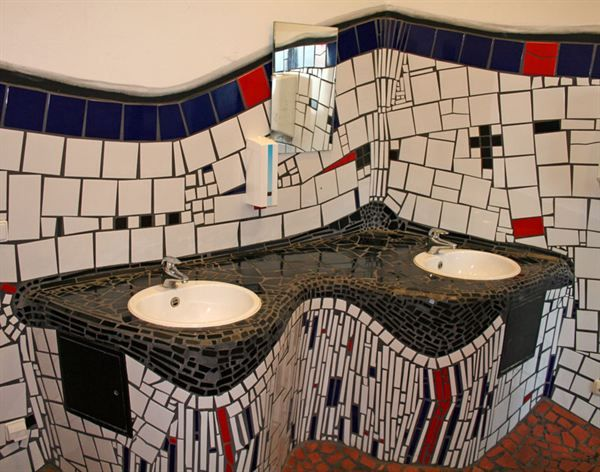 kunst wc im hundertwasser bahnhof uelzen mosaik. Black Bedroom Furniture Sets. Home Design Ideas