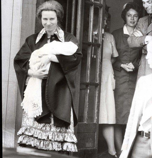 Kate's Yummy Mummy Wardrobe! Radiant Duchess Of Cambridge