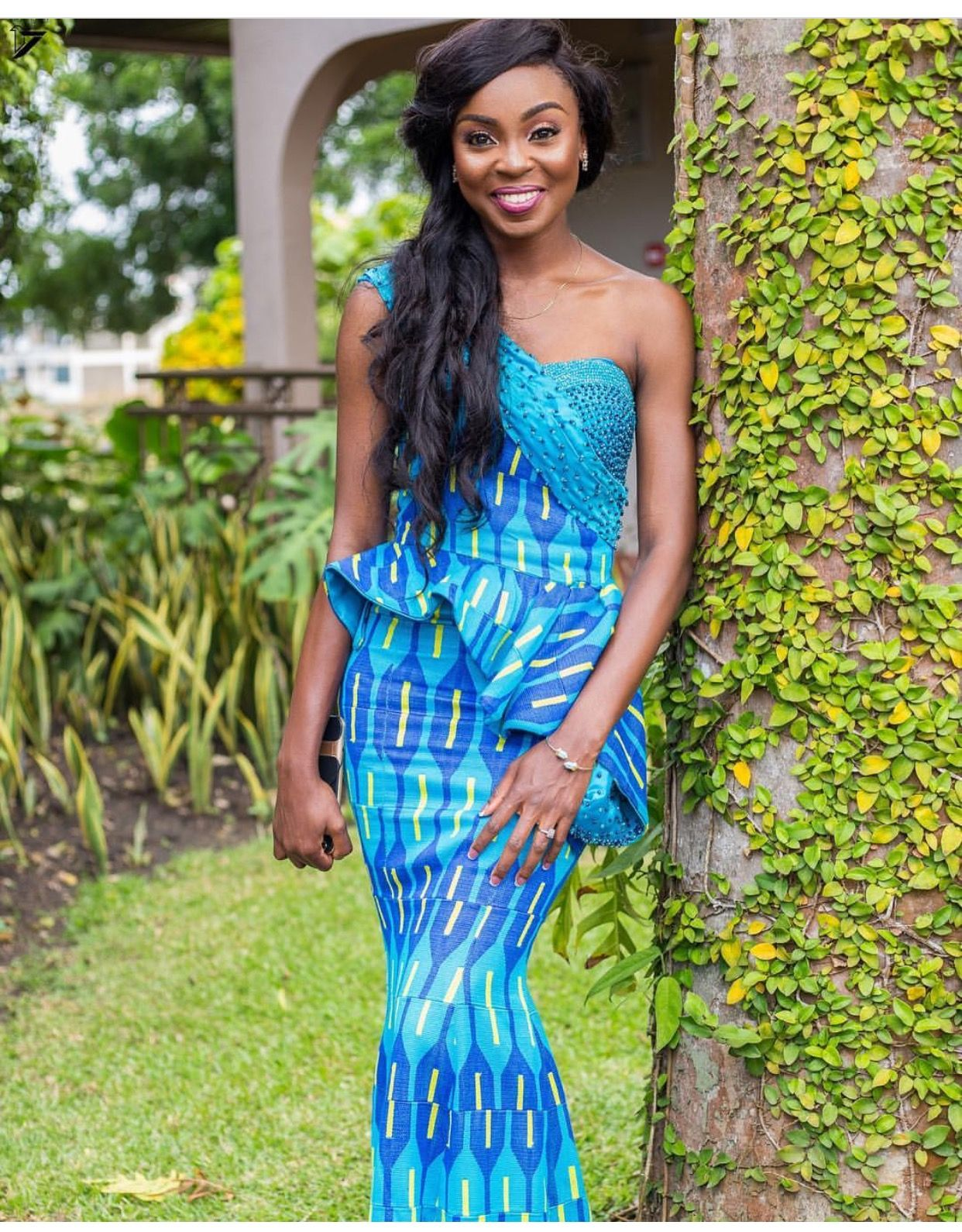 Issa kente distin beautiful lucille on her engagement kente