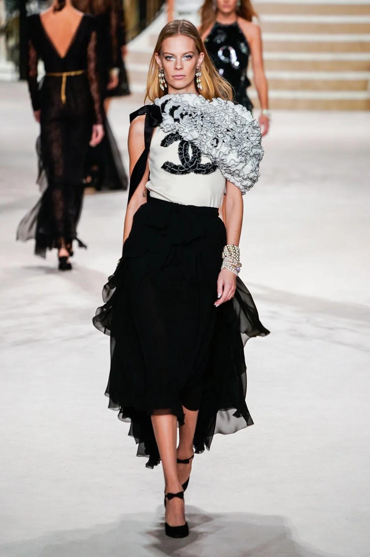 Chanel Pre Fall 20 Collection   Vogue   Fashion, 20 fashion ...