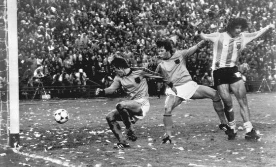Cruce de clásicos | Mario kempes, Mundial de futbol, Gol de
