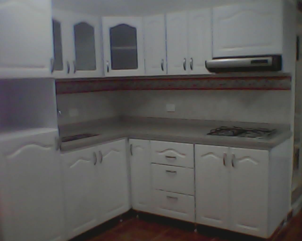 Cocina integral pintada en blanco polietileno ruteada for Cocinas integrales pereira