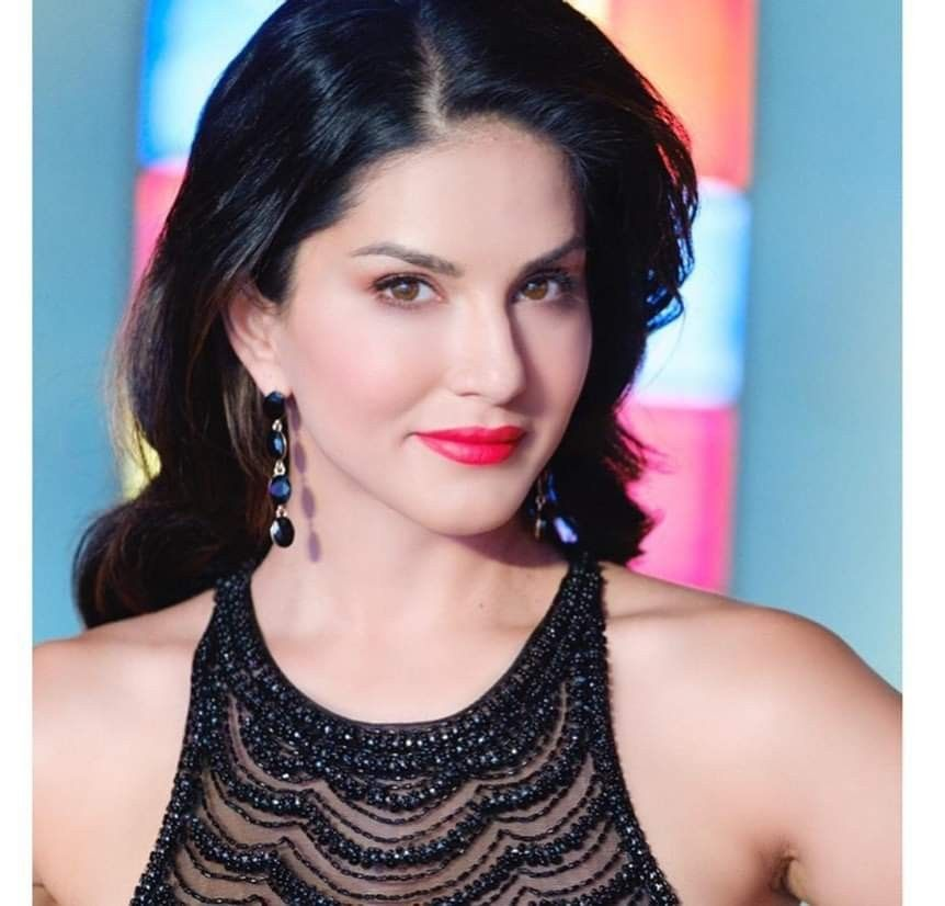 Bollywood 2 Hollywood Story: Sunny Leone Hot Pictures in