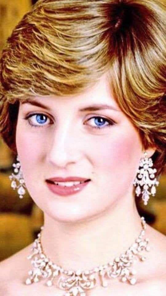 Pin By Jacqueline Gallegos On Princesa Diana Princess Diana Jewelry Princess Diana Family Princess Diana Wedding