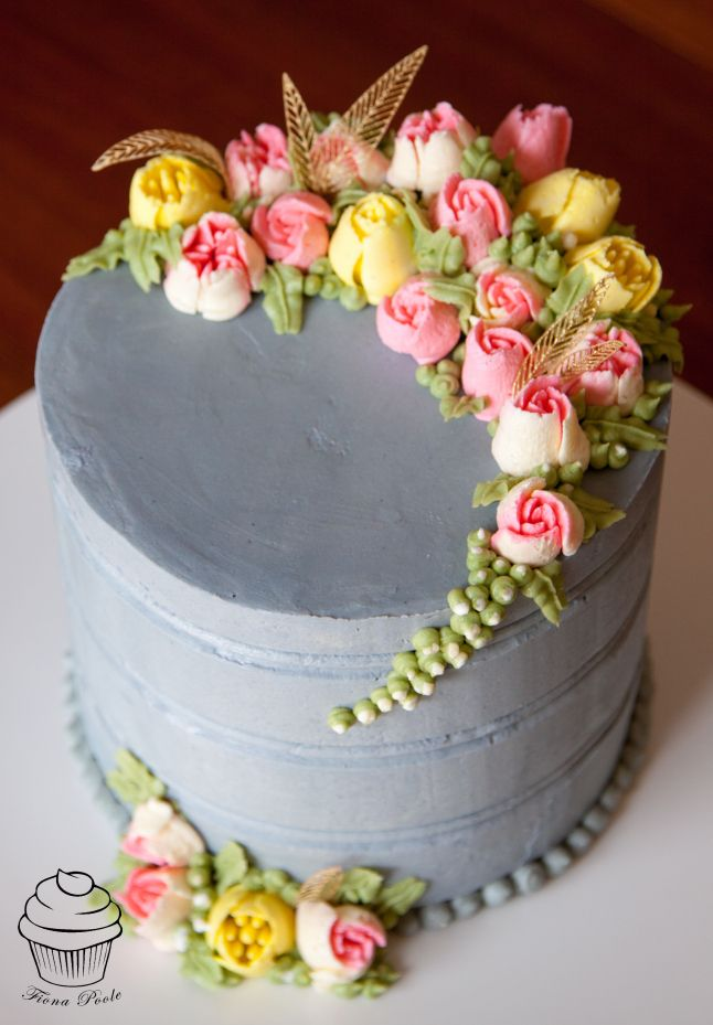 A Hint Of Gold Pipes Facebook And Flower - Russian bakery uses brushstroke decorations to create the most amazing cakes