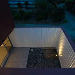 Jardines de estilo moderno por Smart Running一級建築士事務所