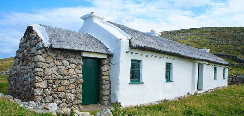 Excellent Traditional Whitewash And Thatch Cottage Donegal Ireland Download Free Architecture Designs Ferenbritishbridgeorg