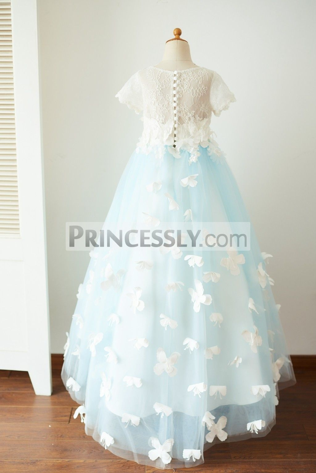 short blue dress with tulle and ivory lace